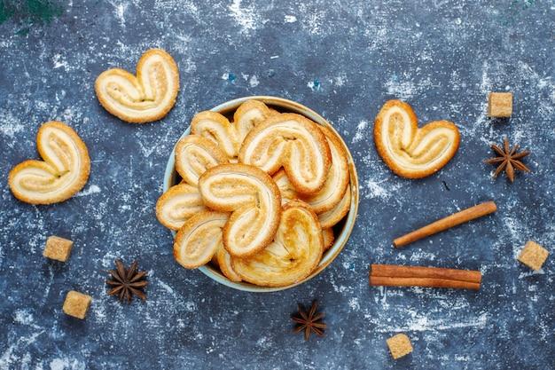 Palmier слоеное тесто. вкусное французское печенье с сахаром