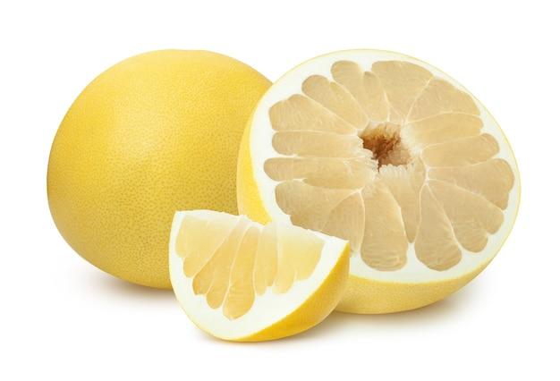 白い背景で隔離のパメラ柑橘系の果物