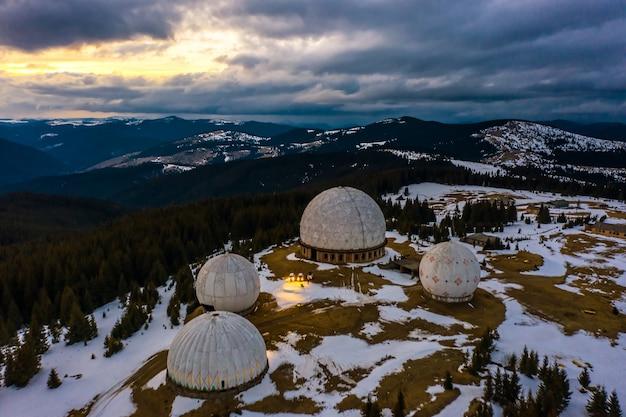 「パミール」-放棄された秘密の陸軍レーダー基地。カルパティア山脈、ルーマニアとの国境