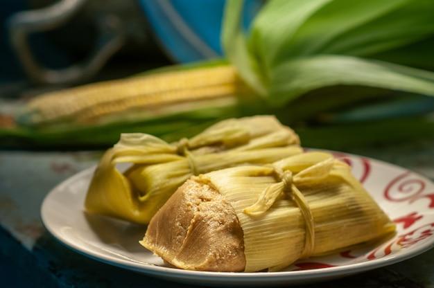 파모냐 옥수수 옥수수 우유와 설탕으로 만든 브라질 전통 북동부 음식