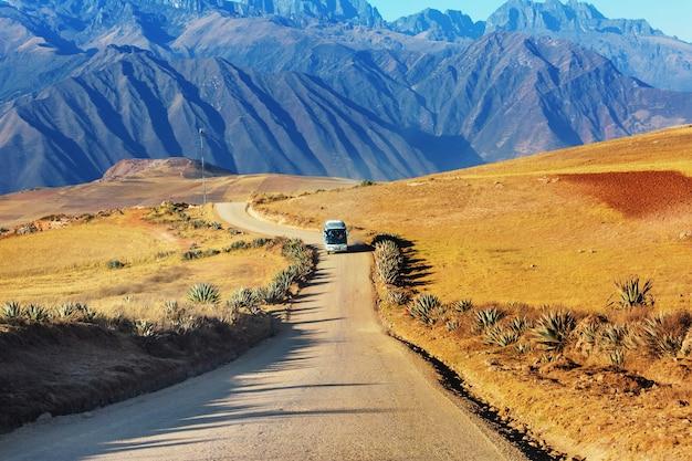 Пейзажи пампасов в кордильера-де-лос-андес, перу, южная америка