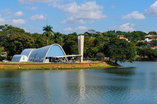 パンプルハ教会とラグーンベロオリゾンテミナスジェライスブラジル