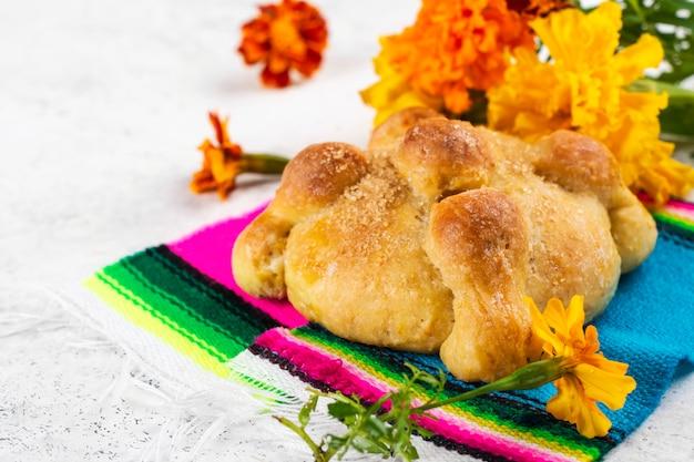 Pan de muerto, mexican bread