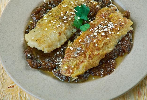 ケニアの甘酸っぱいウクワジュソースを添えた魚のフライパン