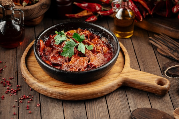 Сковорода антрекот из грузинской баранины в аджике