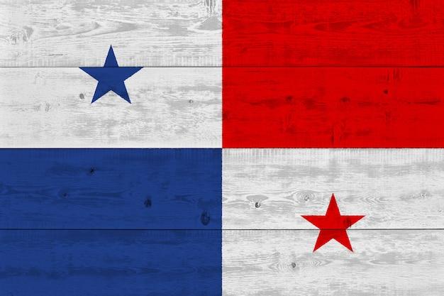 古い木の板に描かれたパナマの国旗