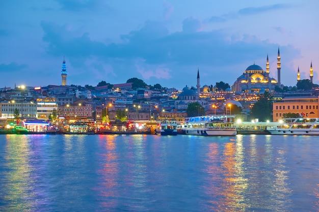 이스탄불(istanbul) 구시가지(old town of istanbul)의 파나라마(panarama) - 저녁에 술레이마니예 모스크(suleymaniye mosque)가 있는 파티(fatih) 지구, 터키