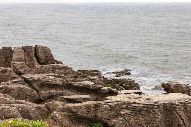 Pancake rocks 파파 로아 국립 공원의 뾰족한 절벽 뉴질랜드 남섬