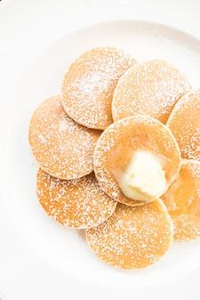 버터 위에 팬케이크