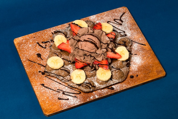 Pancake with chocolade and fruits