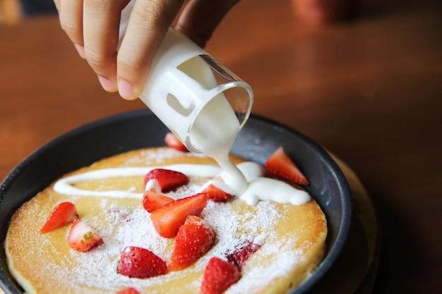 딸기 팬케이크