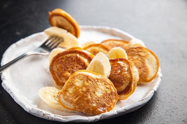 Блины банан завтрак ломтик фруктовый сироп мед вкусный сладкий десерт порция свежая еда закуска