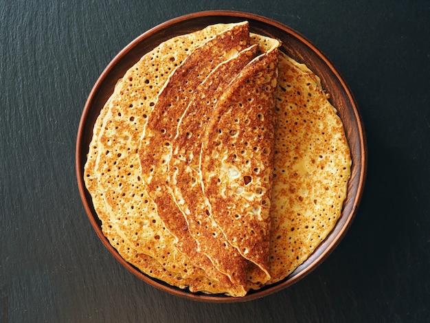 パンケーキ火曜日の伝統的な食べ物をパンケーキ