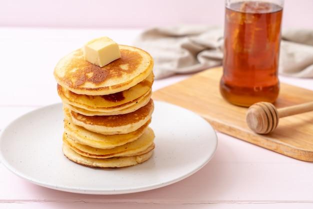 Блины с маслом и медом