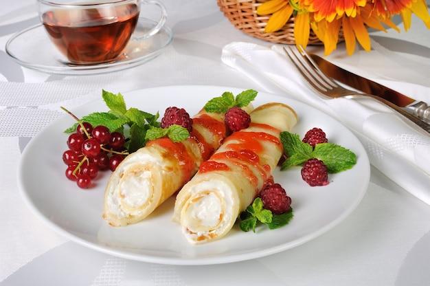 ラズベリーシロップとカッテージチーズのパンケーキ