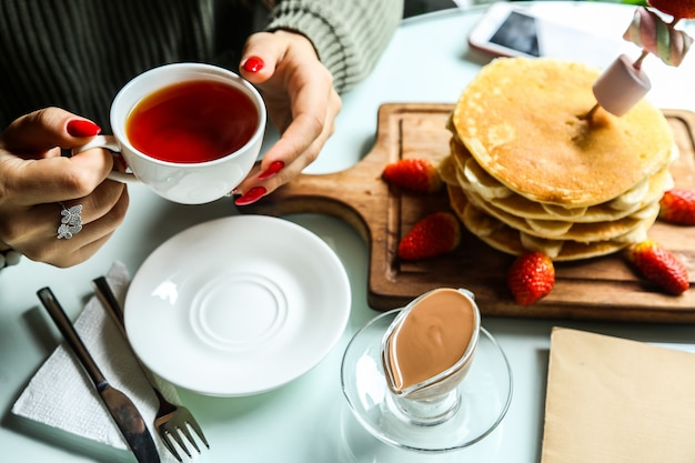 Pancakes with sliced banana and strawberry