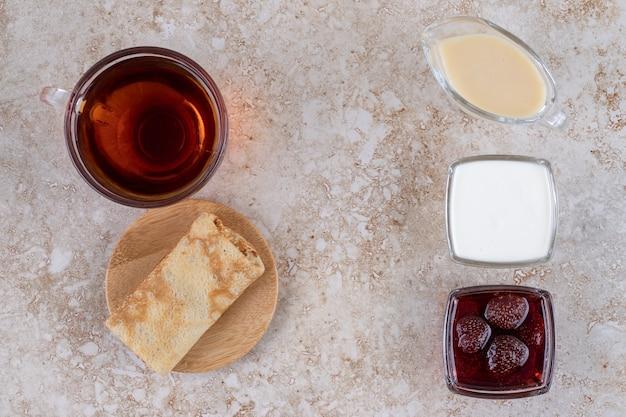 サワークリームとお茶のパンケーキ