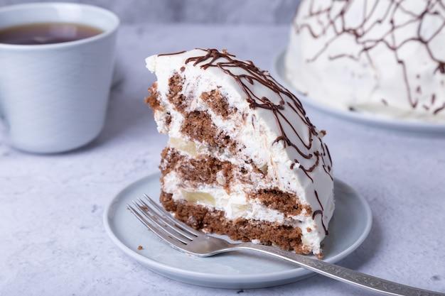 Торт панчо. домашний бисквитный торт со сметаной и ананасом.