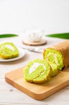 パンダンロールケーキ