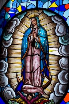 聖母マリア、キトの聖母マリア、panecilloヒル、キト、エクアドルのステンドグラスの窓