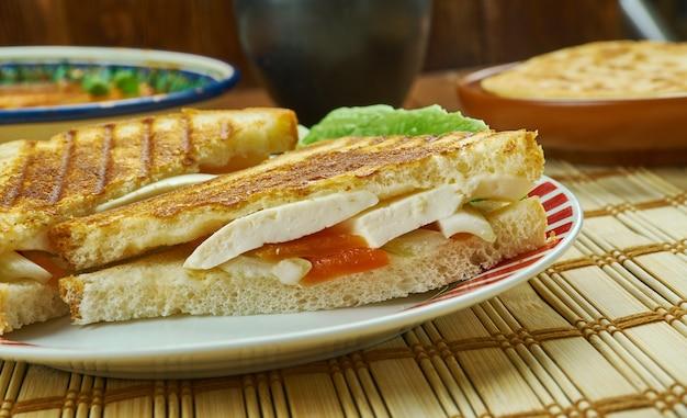 パニールサンドイッチ-インドのカッテージチーズとスイートコーンサンドイッチ