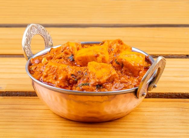 Индийская вкусная пряная вегетарианская кухня paneer toofani