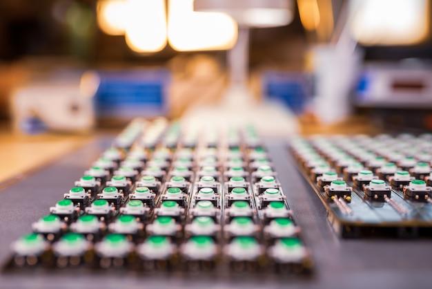 Ledライトインジケーターのパネルは生産中です