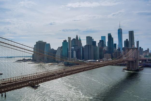 파노라마 공중 전망 도시 경관 고층 빌딩은 대도시 도심 맨해튼 스카이라인에서 허드슨 강을 볼 수 있습니다.