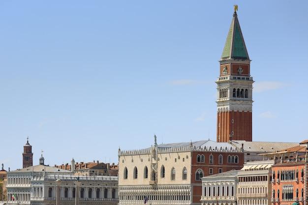 Панорама из венеции, италия. знаменитые итальянские достопримечательности. искусство и архитектура