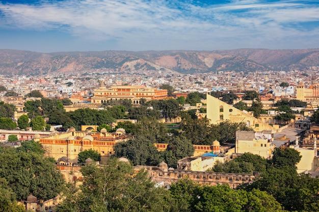 Панорама с высоты птичьего полета джайпур, раджастхан, индия