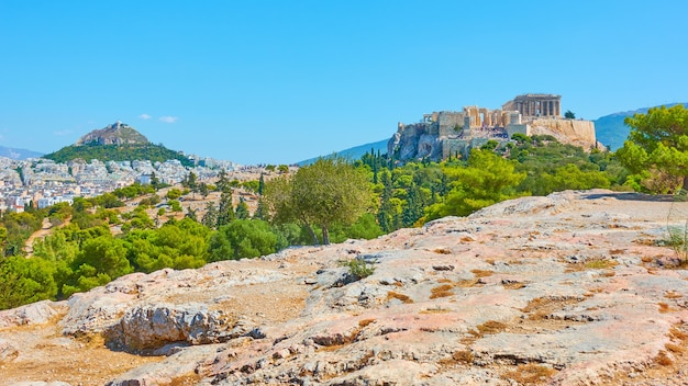 그리스 님프의 언덕에서 리카베투스와 아크로폴리스 언덕이 있는 아테네 시의 파노라마