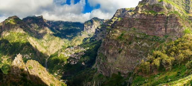 Панорама долины куррал-даш-фрейраш на мадейре
