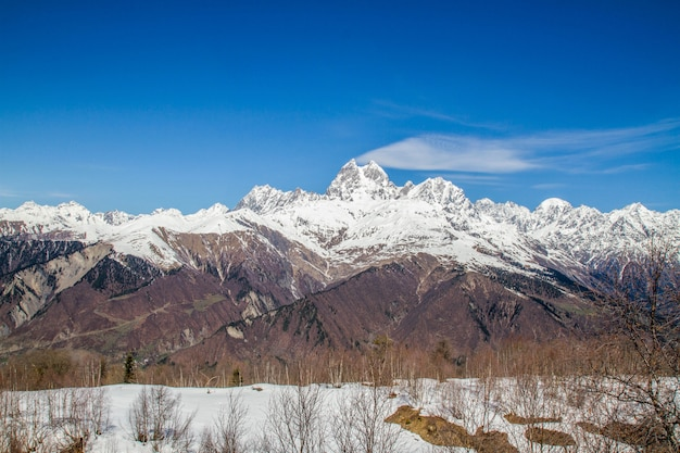 Панорама грузии горы ужба и снежная шапка