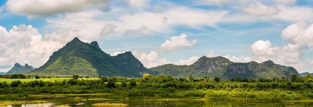 Панорама горного пейзажа, вид на природу в солнечном свете в таиланде
