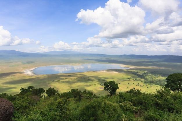 Панорама кратера нгоро-нгоро. танзания, африка