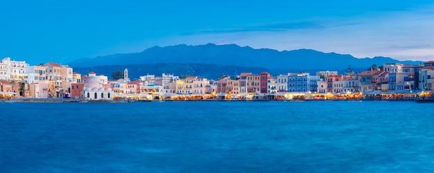 Панорама ночной венецианской набережной, ханья, крит