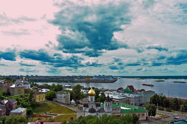 Панорама нижнего новгорода. реки ока и волга