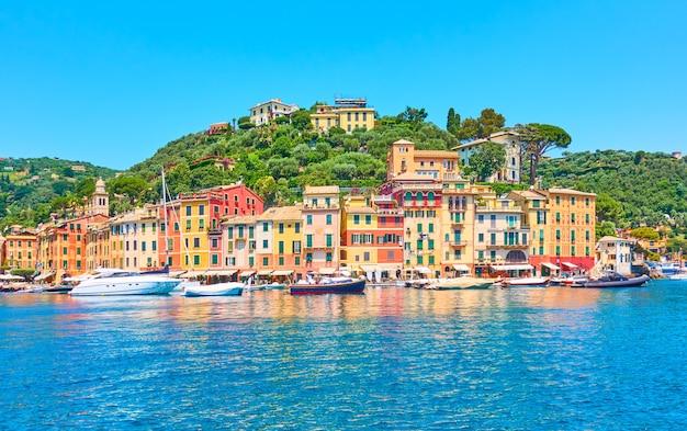 Панорама портофино - роскошный курорт на итальянской ривьере в лигурии, италия