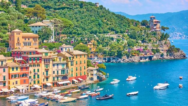 Панорама города портофино - роскошный курорт на итальянской ривьере в лигурии, италия