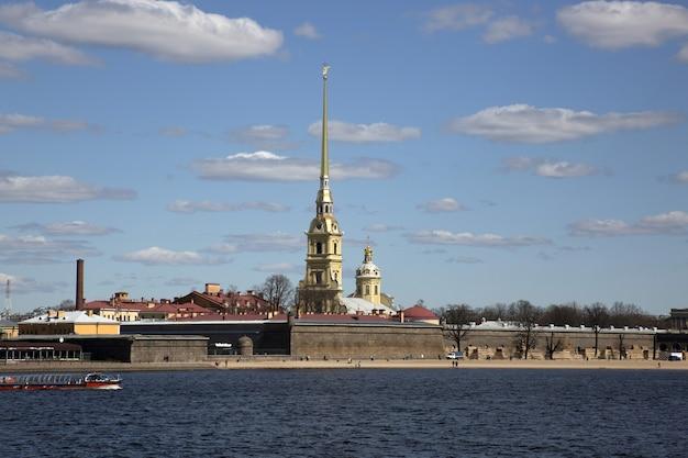 Панорама санкт-петербурга. вид на петропавловскую крепость.