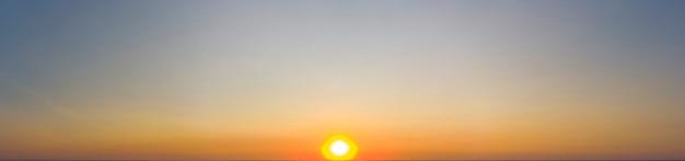 일출의 파노라마입니다. 핑크 하늘입니다.