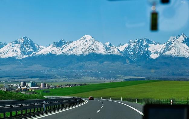 봄 시간에 Tatra 산의 파노라마 프리미엄 사진