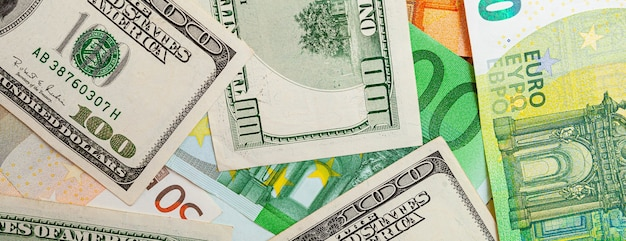 米国とユーロ紙幣から作られたテクスチャのパノラマ