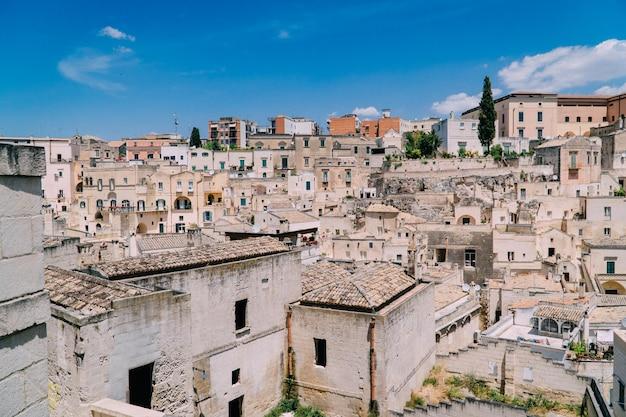 晴れた日のマテーラの古代都市のパノラマ、イタリア