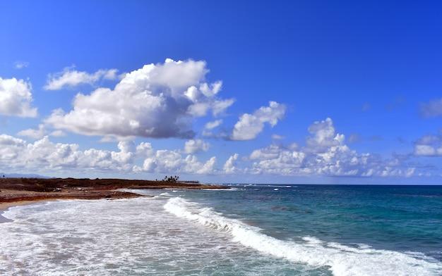 대서양 연안의 파노라마입니다. 도미니카 공화국