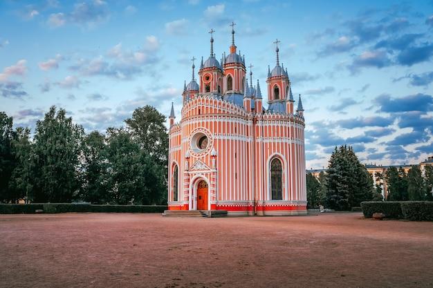 Панорама церкви чесма вечером летом туристическая достопримечательность санкт-петербурга