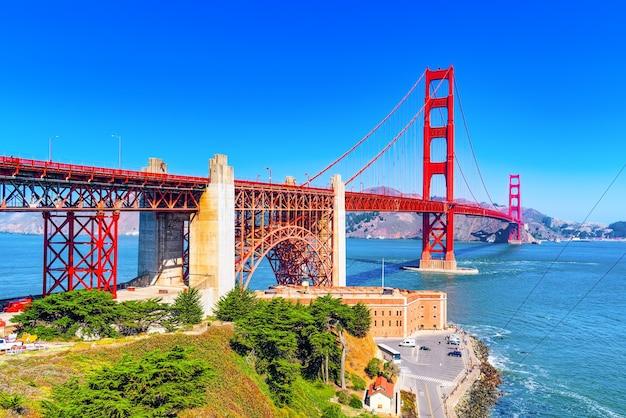 ゴールドゲート橋と湾の反対側のパノラマ。米国カリフォルニア州サンフランシスコ。