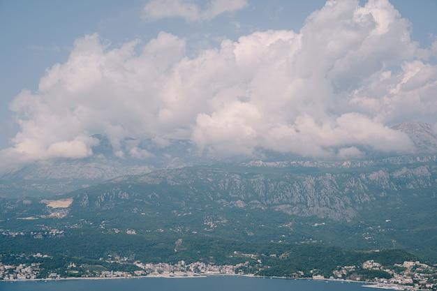 Панорама побережья герцегнови в черногории вид с полуострова луштица