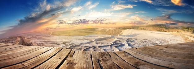 Панорама травертиновых террас в памуккале на закате