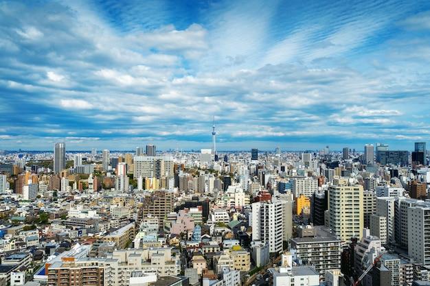 日本の東京の街並みのパノラマ。
